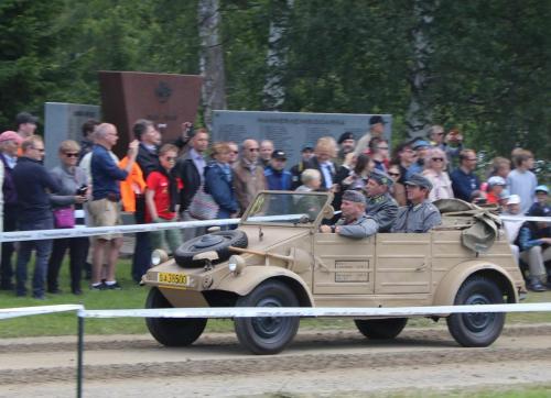 Laguksen ajoneuvo Kübelwagen ,kuljettajana Sten Johansson