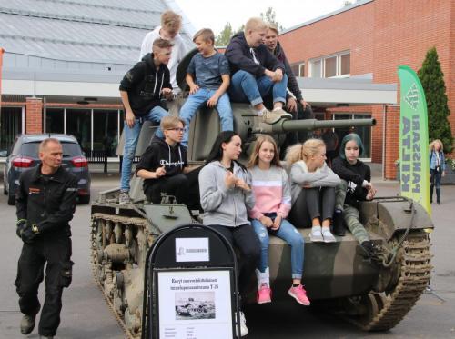 Jukka Lehtimäki esitteli T-26 vaunua.