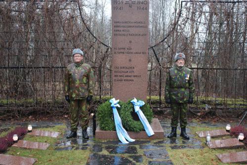 Hans-Henry Kvist ja Timo Nordberg kunniavartiossa